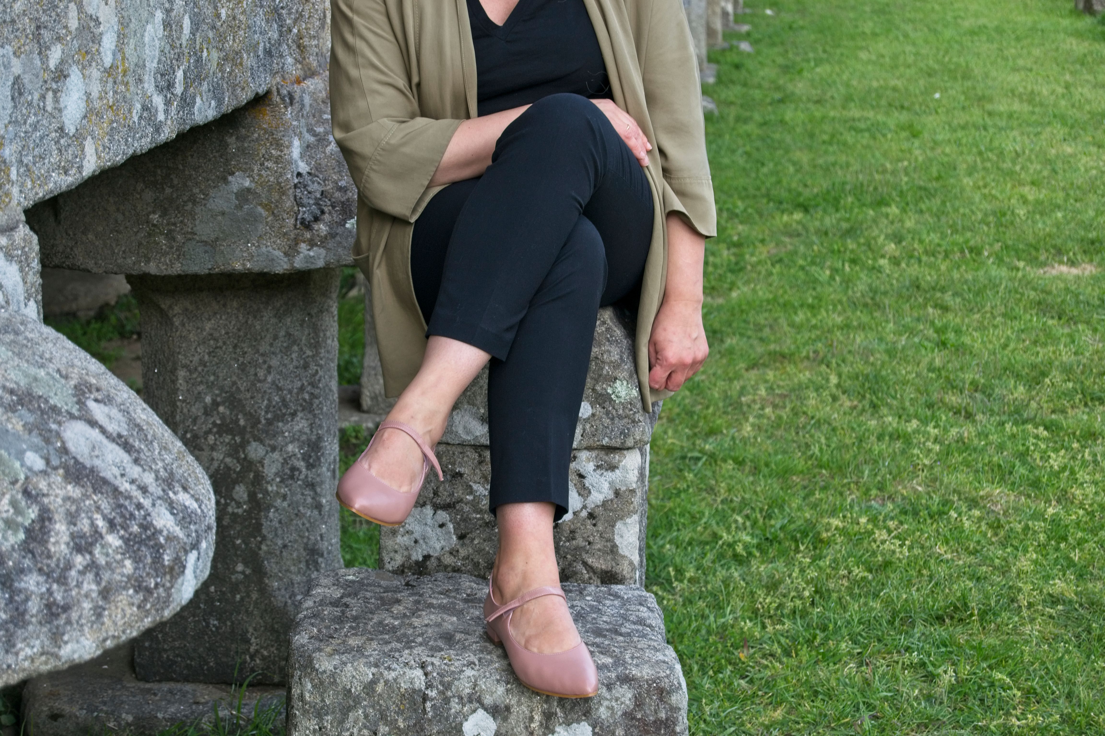Mary Jane Audrey nude de Bohemian Shoes y pantalón negro