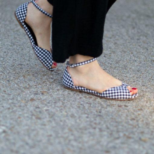 Sandalia plana de mujer modelo Alizée cuadros Vichy negro de Bohemian shoes