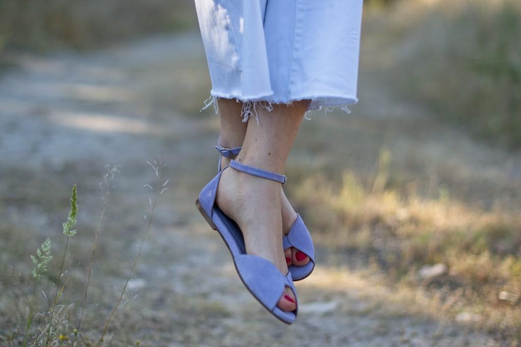 Sandalias planas modelo Alizée en ante y piel grabada color malva