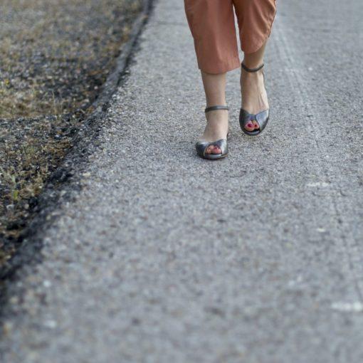 Zapato de mujer sandalia plana color plata de Bohemian Shoes