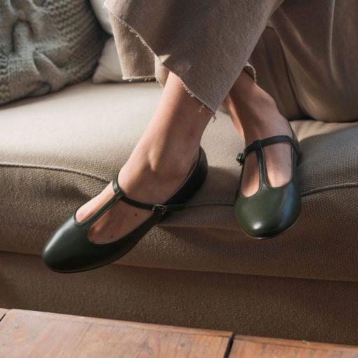 Merceditas T-bar ODETTE - Verde oliva de Bohemian Shoes