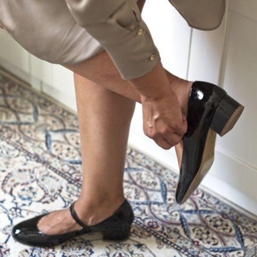 Merceditas tacón midi CHLOÉ - Charol negro de Bohemian Shoes